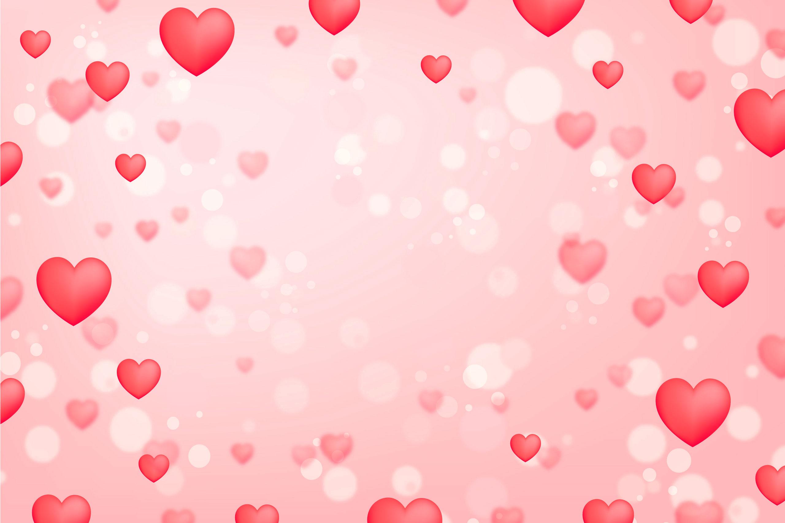 Розовый фон с красными и белыми сердечками.