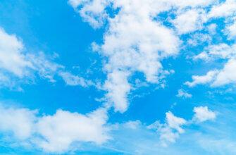 Фотография голубой фон небо с облаками для фотошопа в безветренную погоду днём
