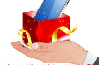 Картинка с мобильным телефоном в подарочной коробке на мужской ладони.