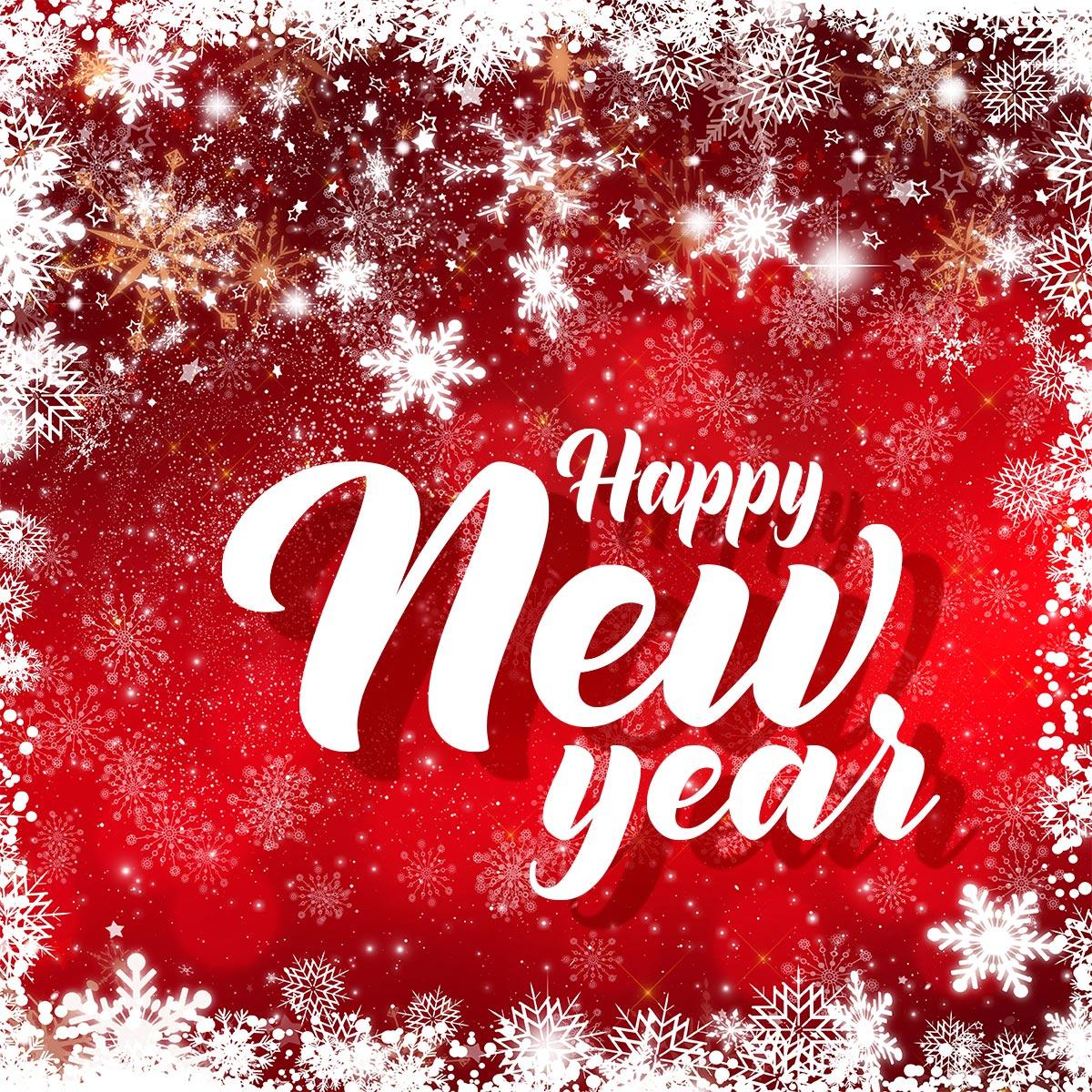 Картинка с текстом поздравления на английском с новым годом на красном фоне со снежинками.