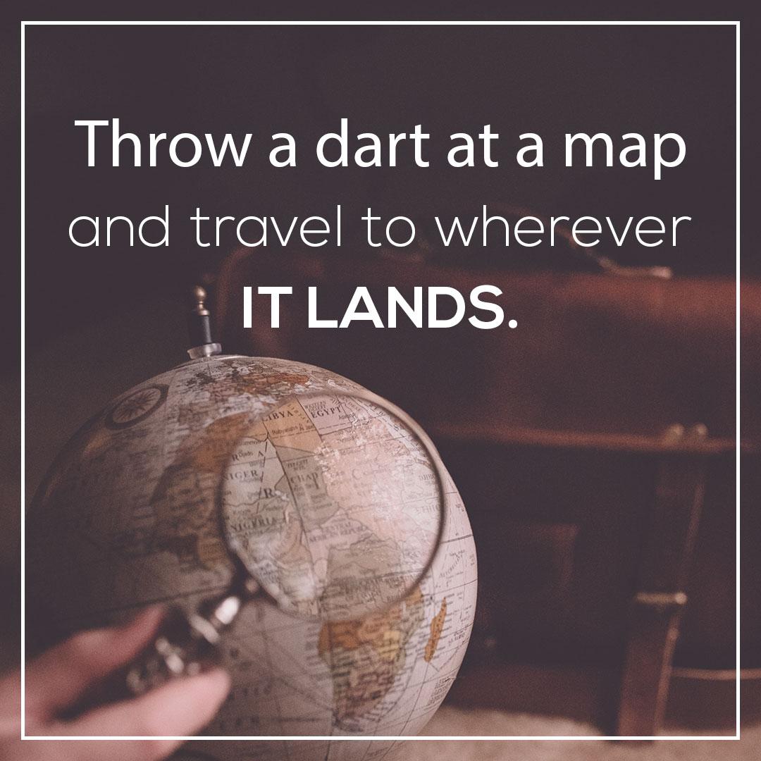 Фотография с текстом английской цитаты на фоне глобуса.