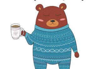 Картинка с текстом доброе утро медведь в сплошной вязаной пижаме с кружкой кофе в лапе.