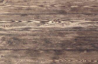Коричневая текстура дерева с серыми полосами.